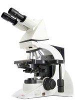 Mikroskop badawczy DM2000